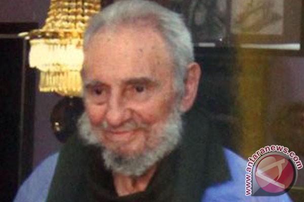 Fidel Castro terbitkan dua memoar