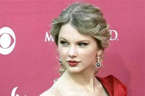 Taylor Swift menang besar di