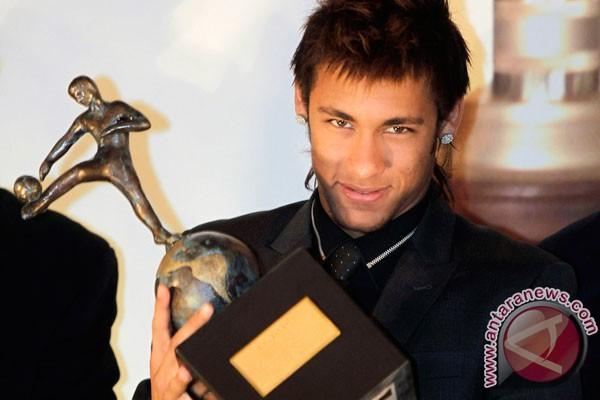 Neymar tiba di Barcelona Senin depan