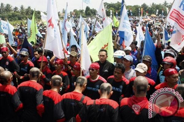 UMK tahun 2012 sesuai dengan SK Gubernur Banten No 561/Kep.2-Huk/2012