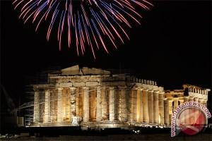 Tahun Baru datang bersama salju musim dingin di Yunani