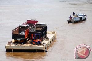 Pelantar Kampung Bugis Kepri hancur tertabrak kapal tongkang