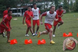 Madura United boyong 20 pemain hadapi Persib