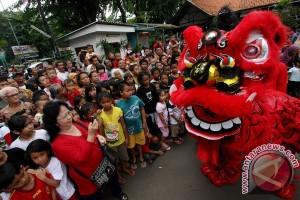Barongsai Kelenteng Kong Miao pikat pengunjung TMII