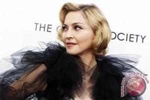 Perebutan hak asuh anak Madonna kembali disidangkan