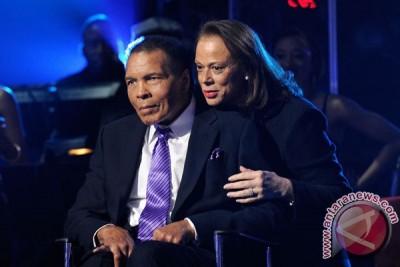 Muhammad Ali masuk rumah sakit karena pneumonia
