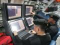 Dua perwira kapal selam KRI Nanggala-402 menunjukkan instrumen baru dalam kapal perang yang baru kembali setelah diperbaiki di Dermaga Madura, Komando Armada Indonesia Kawasan Timur TNI-AL, Surabaya, Senin, (6/2). Kapal selam yang diperbaiki di galangan kapal Daewoo Shipbuildings & Marine Engineering, Korea Selatan tersebut akan memperkuat arsenal bawah air Indonesia bersama KRI Cakra-401. (FOTO ANTARA/Ade P Marboen)
