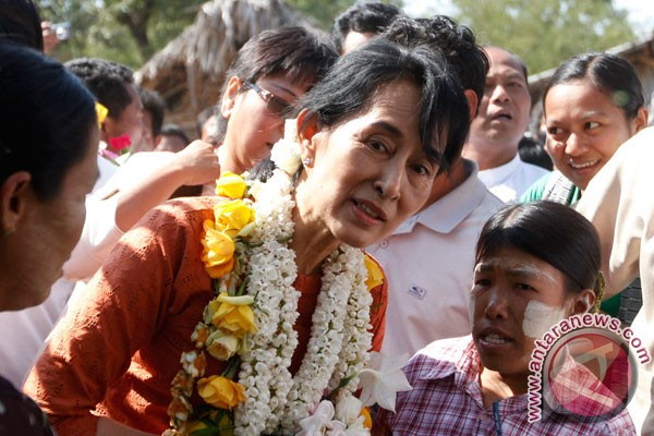 Suu Kyi disambut hangat pendukung