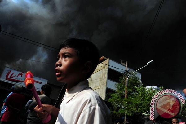 Api membesar di kebakaran Jalan Lautze - ANTARA News