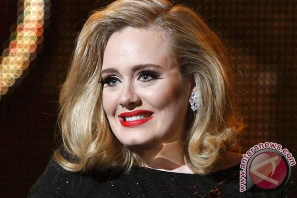 Anak Adele dibanjiri hadiah