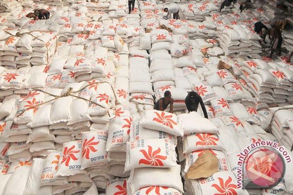 Bulog pantau harga bahan pokok selama Ramadan