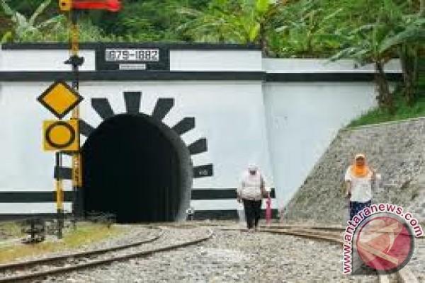 Terowongan Lampegan (687 m)