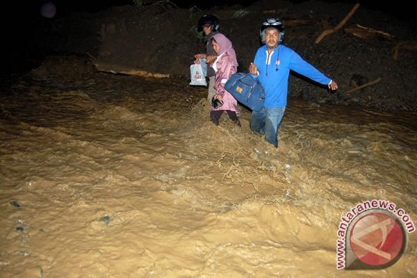 Banjir bandang di Lombok Timur, ratusan warga mengungsi