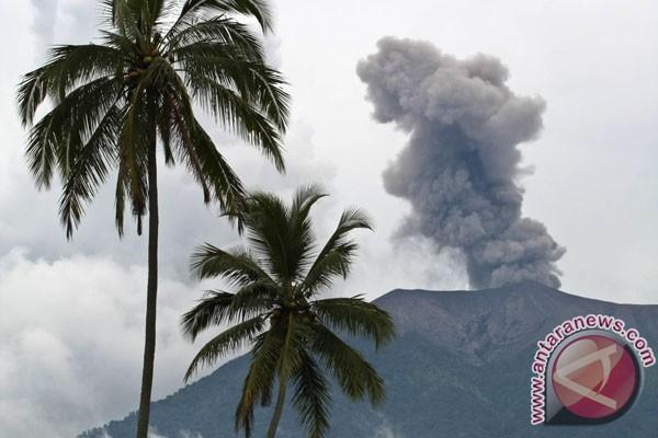 Gunung Marapi semburkan asap tebal