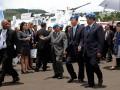 Presiden Susilo Bambang Yudhoyono (kedua kanan) dan Sekjen PBB Ban Ki-moon (ketiga kanan) didampingi Menhan Purnomo Yusgiantoro (keempat kanan) mengunjungi Indonesia Peace and Security Centre (IPSC), Sentul, Bogor, Jawa Barat, Selasa (20/3). Selain melakukan pertemuan bilateral dengan Presiden Yudhoyono, Ban Ki-moon mengunjungi IPSC di Sentul, Bogor untuk melihat secara langsung sarana dan fasilitas yang tersedia di pusat misi pemeliharaan perdamaian itu. (FOTO ANTARA/Widodo S. Jusuf)