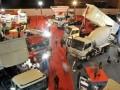 Pengunjung melihat berbagai produk otomotif dalam pameran International Auto Part, Accecories and Equip Exhibition (INAPA) 2012 di JIExpo, Jakarta, Rabu (28/3). Pameran komponen, aksesoris dan perlengkapan otomotif yang diklaim sebagai yang terbesar di ASEAN itu menarik 1.000 perusahaan dari 21 negara. (FOTO ANTARA/Rosa Panggabean)