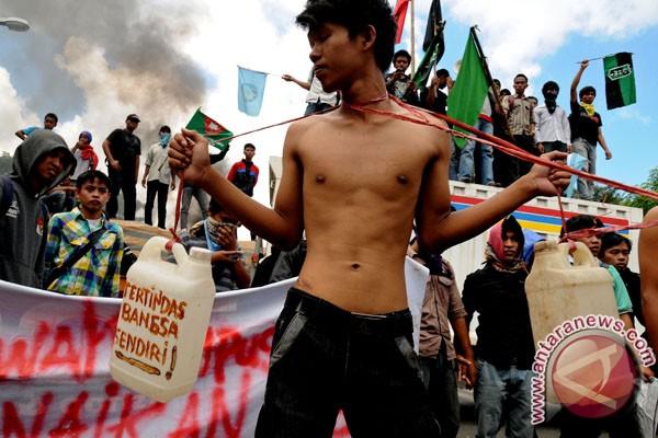 Mahasiswa di Makassar serentak unjukrasa tolak kenaikan BBM