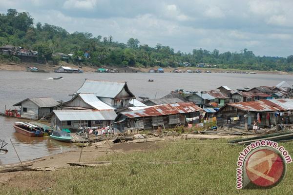 Sungai Barito surut, angkutan pedalaman terganggu