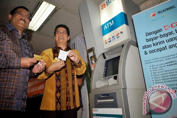 Pelanggan tiga operator seluler bisa saling kirim uang elektronik