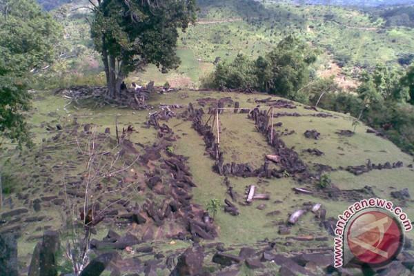 Situs Gunung Padang diperkirakan sejak 2800 - 4500 SM