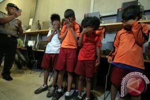 Menyelamatkan anak dari pengaruh negatif media digital