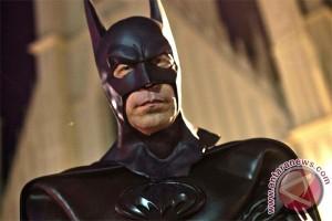 Topeng Batman untuk perbaiki wajah rusak