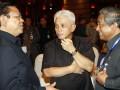 Menko Kesra Agung Laksono (kiri) berbincang dengan Menko Perekonomian Hatta Rajasa (tengah) dan Mendikbud Muhammad Nuh (kanan) sebelum acara pembukaan Musyawarah Perencanaan Pembangunan Nasional (Musrenbangnas) Tahun 2012 di Jakarta, Kamis (26/4). Musrenbangnas yang dihadiri oleh unsur pimpinan lembaga negara, legislatif, menteri KIB II, gubernur, walikota, bupati se-Indonesia tersebut digelar dalam rangka penyusunan Rencana Kerja Pemerintah (RKP) tahun 2013. (FOTO ANTARA/Widodo S. Jusuf)