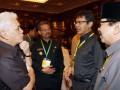 Menko Perekonomian Hatta Rajasa (kiri) berbincang dengan (kiri-kanan) Gubernur Sulsel Syahrul Yasin Limpo, Gubernur Sumbar Irwan Prayitno dan Gubernur Jatim Soekarwo sebelum acara pembukaan Musyawarah Perencanaan Pembangunan Nasional (Musrenbangnas) Tahun 2012 di Jakarta, Kamis (26/4). Musrenbangnas yang dihadiri oleh unsur pimpinan lembaga negara, legislatif, menteri KIB II, gubernur, walikota, bupati se-Indonesia tersebut digelar dalam rangka penyusunan Rencana Kerja Pemerintah (RKP) tahun 2013. (FOTO ANTARA/Widodo S. Jusuf)