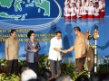 Presiden Susilo Bambang Yudhoyono (kanan) menyalami (kanan-kiri) Wapres Boediono, Menteri PPN/Kepala Bappenas Armida Alisjahbana dan Mendagri Gamawan Fauzi seusai meresmikan pembukaan Musyawarah Perencanaan Pembangunan Nasional (Musrenbangnas) Tahun 2012 di Jakarta, Kamis (26/4). Musrenbangnas yang dihadiri oleh unsur pimpinan lembaga negara, legislatif, menteri KIB II, gubernur, walikota, bupati se-Indonesia tersebut digelar dalam rangka penyusunan Rencana Kerja Pemerintah (RKP) tahun 2013. (FOTO ANTARA/Widodo S. Jusuf)