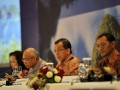 - RUPST GARUDA INDONESIA. Direktur Utama Garuda Indonesia Emirsyah Satar (kedua kanan), bersama jajaran direksi dan komisaris memberi keterangan pers seusai Rapat Umum Pemegang Saham Tahunan (RUPST) di Jakarta, Jumat (27/4). Sepanjang 2011 Garuda Indonesia berhasil membukukan pendapatan sebesar Rp27,2 triliun, meningkat sebesar 39,1 persen dibanding periode tahun 2010. Dalam RUPST tersebut Garuda juga menetapkan perubahan susunan direksi dan dewan komisaris yang baru. (FOTO ANTARA/Ismar Patrizki)