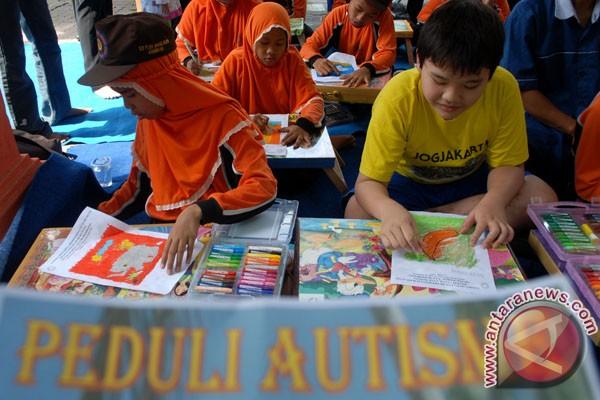 Cara berkomunikasi dengan penyandang autisma
