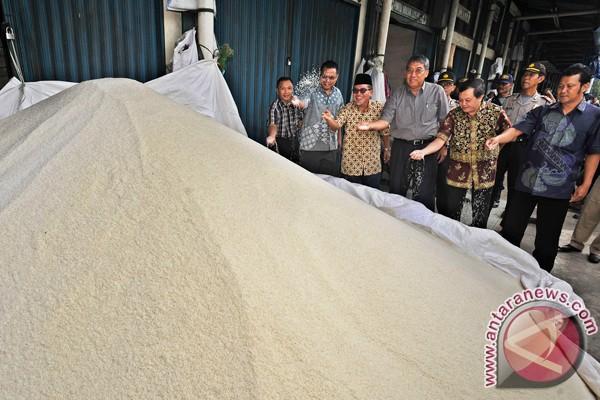 Pemerintah diminta atasi kenaikan harga bahan pokok