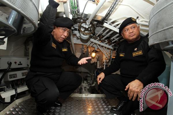Pangab Laksamana TNI Agus Suhartono Sematkan Brevet Hiu Kencana