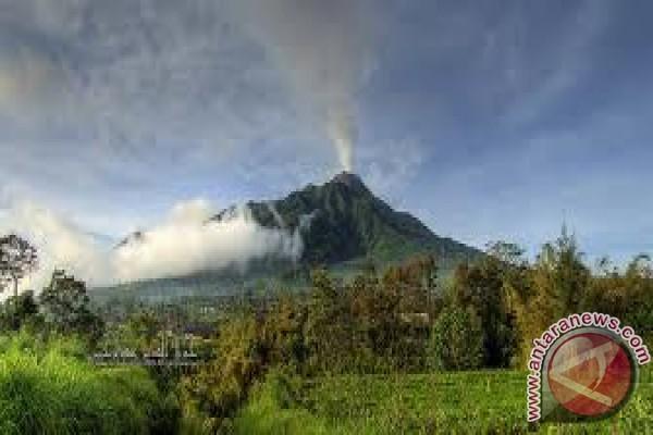 Keraton Yogyakarta serahkan perlengkapan labuhan Merapi