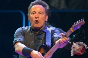 Bruce Springsteen batalkan konser demi transgender