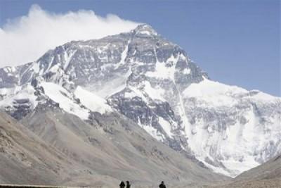 Nepal diguncang gempa dahsyat, 1.130 tewas, Everest longsor