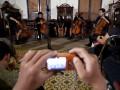 Grup instrument cello yang dimainkan dengan gaya musik rock, Fonticello tampil dengan formasi acoustic dalam Festival Musik Tembi 2012, di Rumah Budaya Tembi, Bantul, Yogyakarta, Kamis (24/5) malam. Acara yang diadakan oleh forum Musik Tembi (foMbi) dari 24 - 26 Mei tersebut bertujuan untuk memberikan ruang berkreasi berkreatifitas bagi musisi muda tanpa sekat genre dengan menggelar pertunjukan berbagai genre musik dan sejumlah workshop musik. (FOTO ANTARA/Sigid Kurniawan)