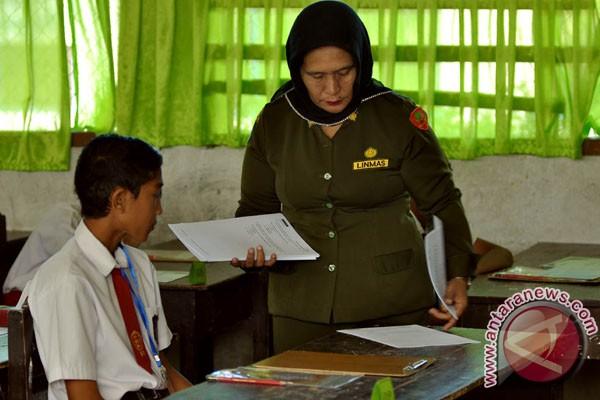 Peserta UN keluhkan soal cerita panjang Bahasa Indonesia