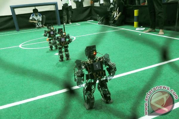ITS juara kontes robot Indonesia tingkat nasional 2012