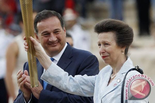 Sosok yang menyalakan api Olimpiade masih misteri