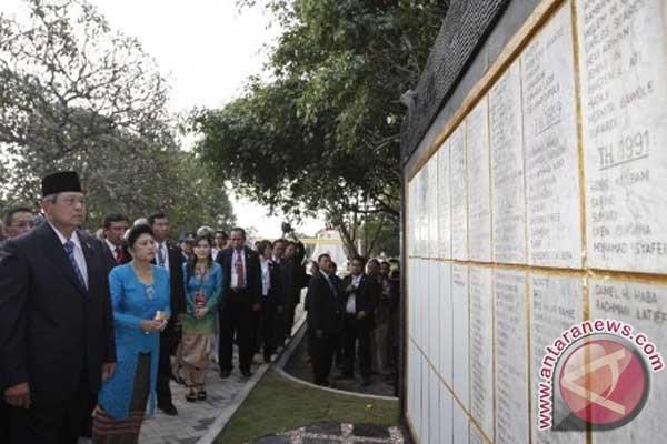President Yudhoyono visits Santa Cruz