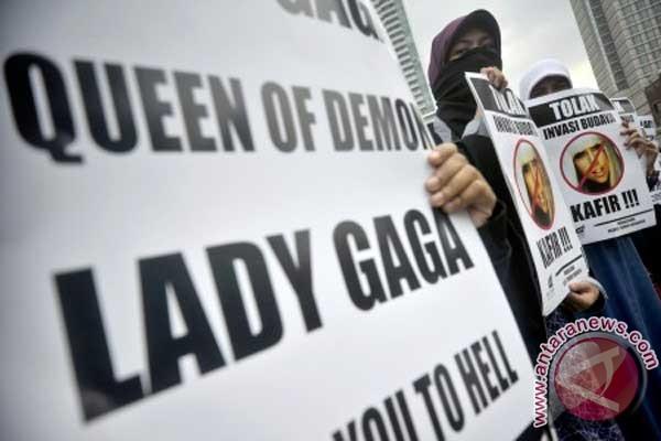 Lady Gaga buat lagu