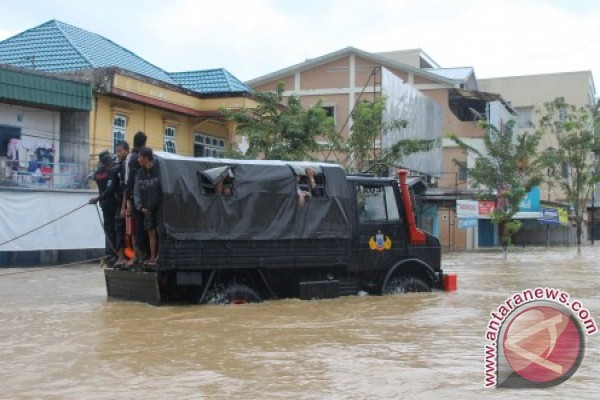 PLN suffers Rp500 mln in losses due to flood