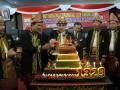 Walikota Palembang Eddy Santana Putra (3 kiri) dan Ketua Dewan Perwakilan Rakyat Daerah (DPRD) Kota Palembang Haryono (2 kiri) melakukan pemotongan kue empat tingkat pada Sidang Istimewa Kota Palembang dalam rangka HUT Kota Palembang ke 1329, Minggu (17/6) di Aula Kantor DPRD Kota Palembang. Kue empat tingkat tersebut merupakan gabungan empat kue khas Palembang dengan urutan terbawah hingga ke puncak, Engkak-Bolu Koja, Maksubah, dan Delapan Jam. (FOTO ANTARA/ Feny Selly)