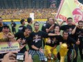 Pemain Sriwijaya FC melakukan selebrasi juara usai pertandingan ISL antara SFC dan Persela Lamongan, Rabu (20/6) di Stadion Gelora Sriwijaya Jakabaring Palembang. SFC berhasil mengukuhkan diri sebagai juara ISL dengan meraih tiga poin atas Persela dengan kemenangan 3-0. (FOTO ANTARA/Feny Selly)