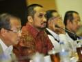 Ketua KPK Abraham Samad (kedua kiri) didampingi Wakil Ketua KPK Bambang Wijayanto (kedua kanan), Zulkarnain kanan), dan Busyro Muqqodas (kiri) mengikuti rapat kerja bersama Komisi III DPR membahas evaluasi kinerja KPK di Kompleks Parlemen, Senayan, Jakarta, Rabu (20/6). Selain membahas penyelesaian kasus korupsi, KPK juga melaporkan penggunaan angaran Rp 635.161.870.000, yang terdiri dari rupiah murni dan hibah Rp 3 miliar, dengan realisasi anggaran belanja per 19 Juni 2012 sebesar Rp 125.639.807.528 atau penyerapan 26 persen dari pagu. (FOTO ANTARA/Yudhi Mahatma)