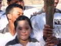 Atlit Indonesia, Stephanie Handojo (kiri) penyandang tunagrahita terpilih dari 12 juta anak di dunia untuk pembawa obor Olimpiade yang berlangsung di kota Robin Hood, Nottingham, Kamis (28/6). Peraih medali emas Special Olympic Games 2011 di Athena pada cabang renang ini terpilih dari delapan ribu orang yang menginspirasi yang akan membawa obor Olimpiade London. (ANTARA/Zeynita Gibbons)