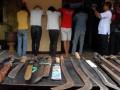 Lima tersangka beserta barang bukti senjata tajam bentrokan ormas di Pondok Aren diamankan pihak kepolisian kota Tangerang saat ekspose ke sejumlah wartawan, Tigaraksa, Kabupaten Tangerang, Banten, Jumat (29/6). Lima tersangka berinisial ML, AJ, AK, AB, dan YM dari salah satu ormas yang melakukan penyerangan posko salah satu ormas dikenakan pasal 170 dan 351 pengroyokan dan penganiyaan yang akibatkan korban meninggal dunia dengan ancaman tujuh tahun. (FOTO ANTARA/Lucky.R)