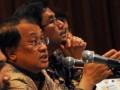 Dirjen Pengelolaan Utang Rahmat Waluyanto (kiri) dan Ditjen Pengelolaan Utang Kemenkeu Bhimantara Widyajala (kanan) memberikan penjelasan kepada wartawan saat persentasi di Hotel Borobudur, Jakarta, Sabtu (29/6). Persentasi tersebut membahas strategi pengelolaan utang negara khususnya terkait obligasi rekap. (FOTO ANTARA/Zabur Karuru)