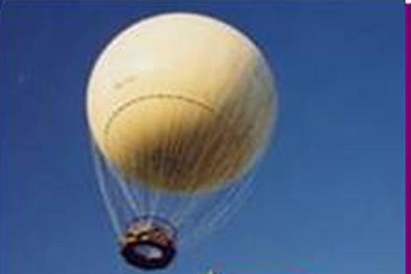 Terbang dengan balon raksasa di Taman Mini